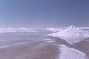 دریاچه نمک قم به کانون بحرانی گردوغبار تبدیل نشده است/ضرورت تامین حقآبه دریاچههای اطراف تهران