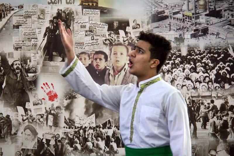 نمایش پرده خوانی انقلاب در مدارس قم