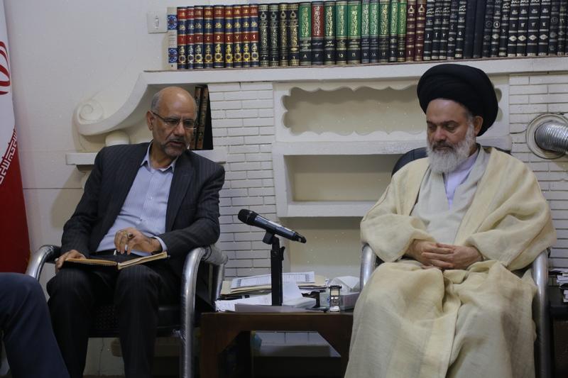 دیدار اعضای شورای اسلامی شهر مقدس قم با آیت الله حسینی بوشهری