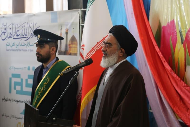 نواختن زنگ روز قم در دبیرستان ماندگار امام صادق با حضور اعضای شورای شهرقم